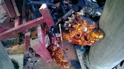Cảnh tan hoang sau vụ cháy đền thờ Lê Lai - 8