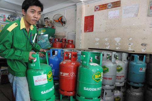 Giảm thuế để bình ổn giá gas - 1
