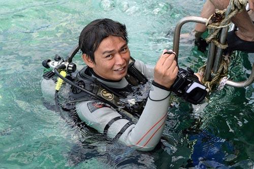 Thử cảm giác đi bộ dưới đáy biển ở đảo Sapi - 9