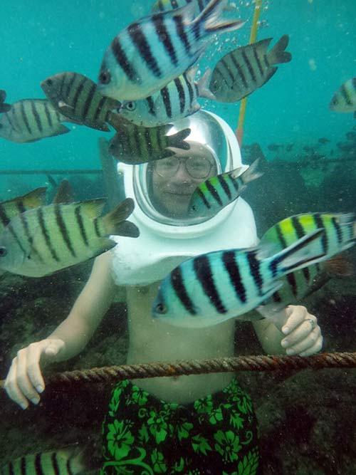 Thử cảm giác đi bộ dưới đáy biển ở đảo Sapi - 10
