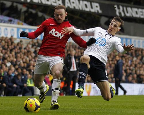 """Rooney: """"Ông già Noel"""" của MU - 1"""