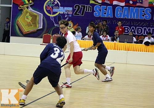 Hot girl hâm nóng SEA Games 27 - 2