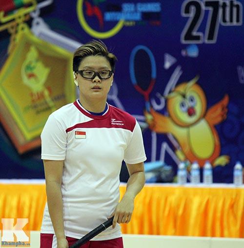 Hot girl hâm nóng SEA Games 27 - 1