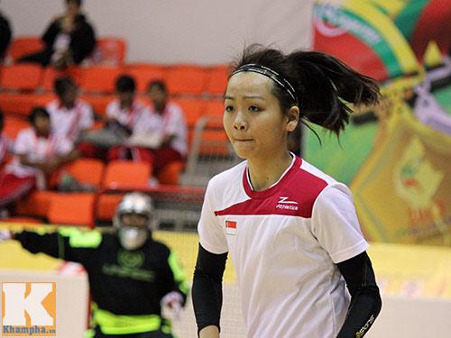 Hot girl hâm nóng SEA Games 27 - 4
