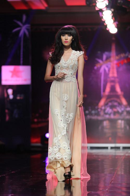 Ngọc Oanh gợi cảm với váy cưới mullet - 5