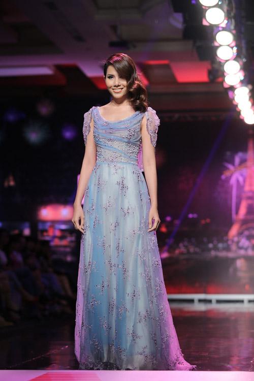 Ngọc Oanh gợi cảm với váy cưới mullet - 13