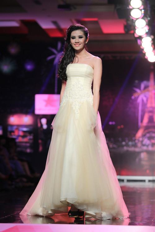 Ngọc Oanh gợi cảm với váy cưới mullet - 9