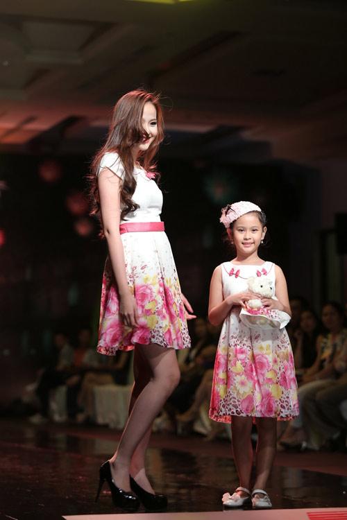 Chọn trang phục đẹp cho mẹ và bé - 7