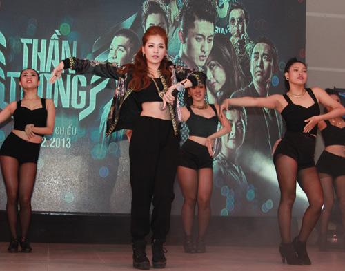 Chi Pu hát nhảy cực sung - 2