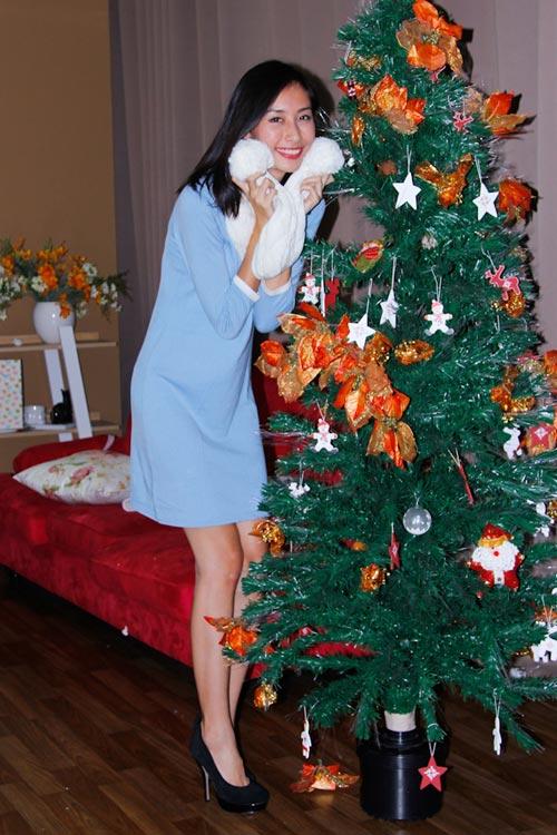 Thí sinh VNTM ngộ nghĩnh bên cây thông Noel - 5