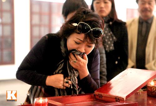 Nghệ sĩ Việt khóc nghẹn tiễn Tuấn Dương - 16