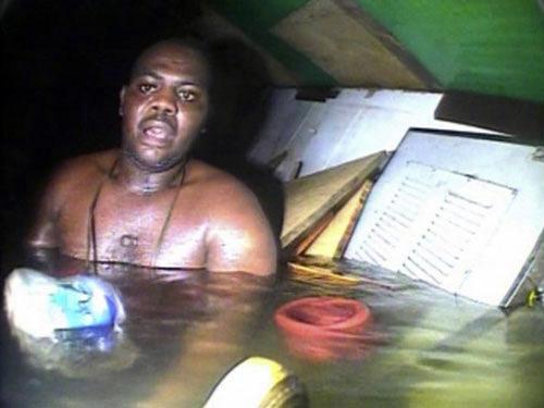 Nigeria: Sống sót sau 3 ngày kẹt dưới đáy biển - 1