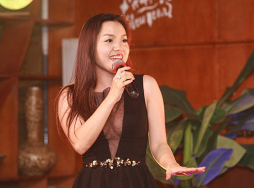 Phản cảm với trang phục hát từ thiện của sao Việt - 10