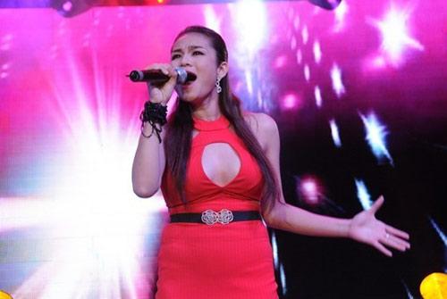 Phản cảm với trang phục hát từ thiện của sao Việt - 13
