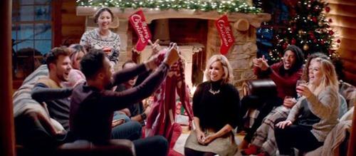 Quán quân X-Factor khoe bạn trai trong MV Giáng sinh - 5