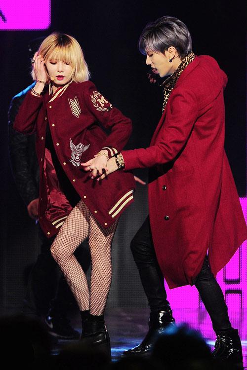 Mặc hở, nhảy gợi dục lan tràn showbiz Hàn! - 4