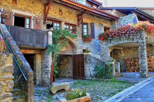 Đến thăm làng cổ đẹp nhất nước Pháp - 2