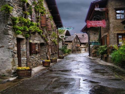 Đến thăm làng cổ đẹp nhất nước Pháp - 10