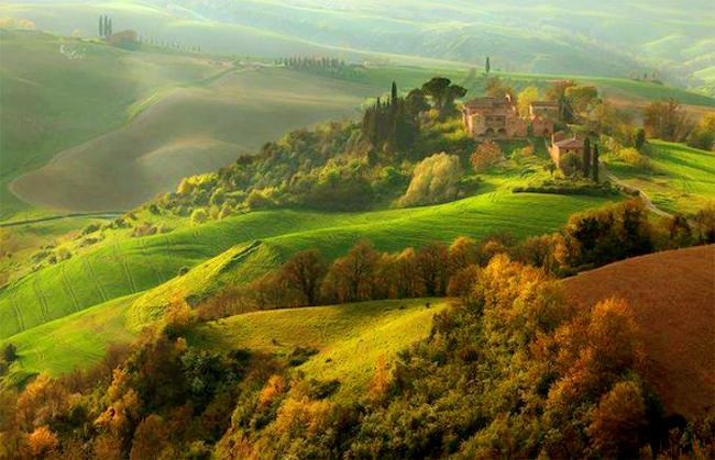 Thành phố Val D' Orcia mang trong mình nét yên bình làm nên đặc trưng của vùng Tuscany, được UNESCO công nhận là thắng cảnh nông nghiệp.