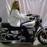 Chuyện lạ - Chồng rao bán cả xe máy lẫn vợ