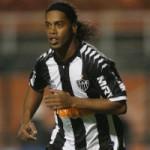 Bóng đá - Ronaldinho tái hiện siêu phẩm World Cup 2002