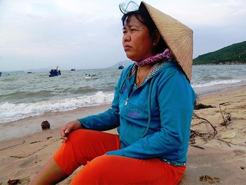 Mặn đắng nước mắt phụ nữ làng biển - 2