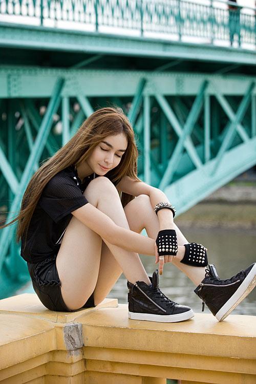 Phong cách trẻ của hot girl lai Pháp - 5