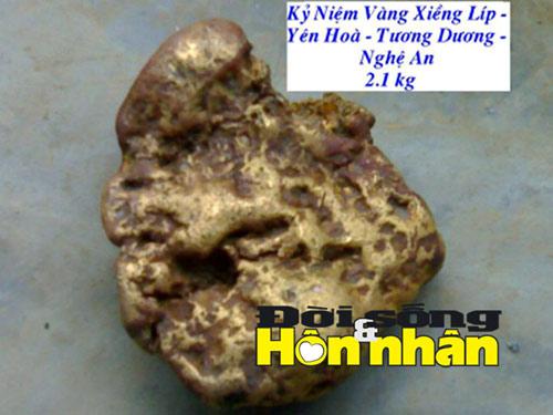 Kỳ lạ: Khốn khổ vì nhặt được cục vàng 2,1kg - 1