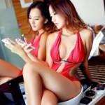 """Thời trang Hi-tech - Smartphone lu mờ trước sức """"nóng"""" của mỹ nữ"""