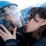 """Tin tức trong ngày - Ý: Truy tố nữ sinh """"quấy rối tình dục"""" cảnh sát"""