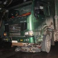 Bị ô tô kéo lê dưới gầm 40m, một phụ nữ tử nạn