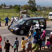 Thi hài Mandela được đưa về quê nhà an táng
