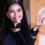 Phim - Trương Thị May đeo trang sức vàng hơn 150 triệu