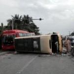 Tin tức trong ngày - CSGT đập kính xe khách cứu gần 20 người