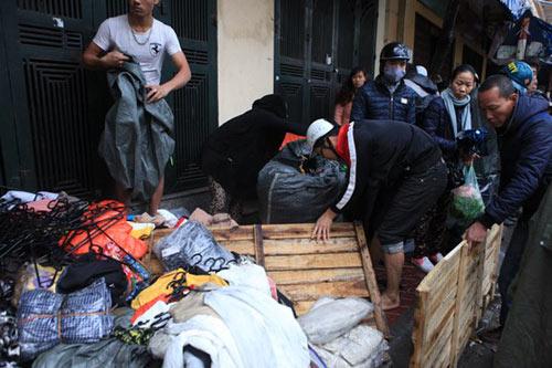 HN: Cháy chợ Xanh, tiểu thương ôm hàng bỏ chạy - 2