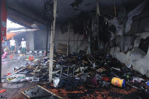 HN: Cháy chợ Xanh, tiểu thương ôm hàng bỏ chạy - 3