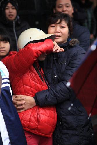 HN: Cháy chợ Xanh, tiểu thương ôm hàng bỏ chạy - 8