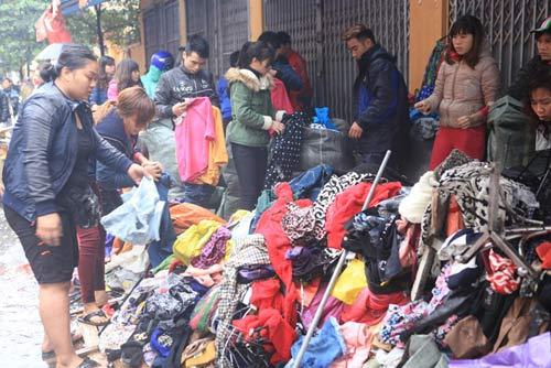 HN: Cháy chợ Xanh, tiểu thương ôm hàng bỏ chạy - 9