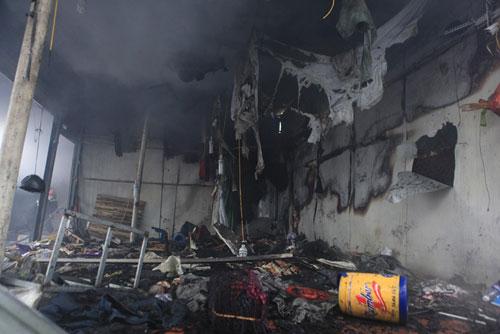 HN: Cháy chợ Xanh, tiểu thương ôm hàng bỏ chạy - 7