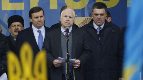 Thượng nghị sĩ Mỹ tham gia biểu tình ở Ucraina - 2