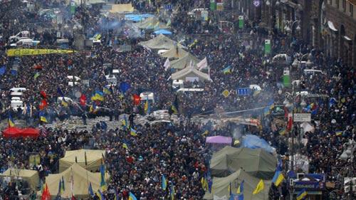 Thượng nghị sĩ Mỹ tham gia biểu tình ở Ucraina - 1