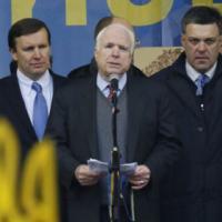 Thượng nghị sĩ Mỹ tham gia biểu tình ở Ucraina