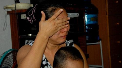 Bảo mẫu hành hạ trẻ mầm non: Phụ huynh khóc ngất - 3