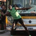 Thể thao - Usain Bolt đánh bại... xe bus