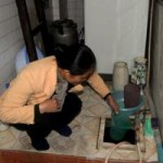 Tin tức trong ngày - HN: Mất nước, dân mua nước tinh khiết về tắm