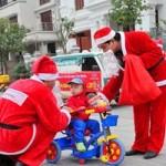 Thị trường - Tiêu dùng - Ông già Noel giá rẻ, cạnh tranh sát ván