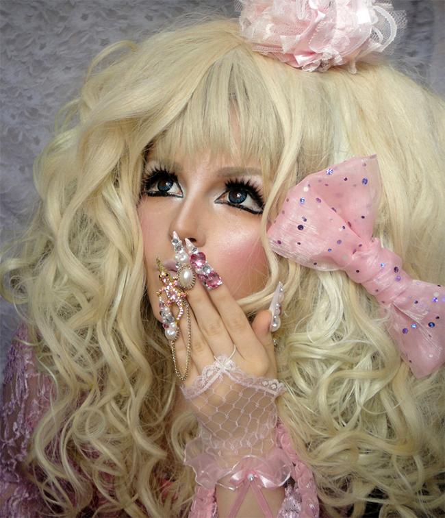 Cô kết hợp giữa phong cách thời trang Nhật Bản và thời trang của Barbie