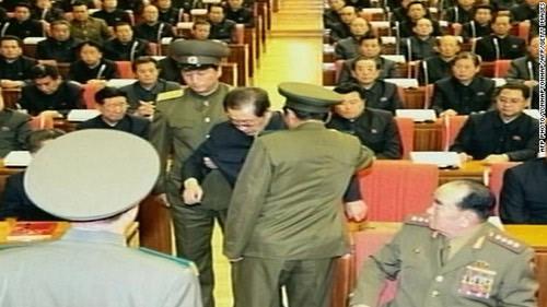 Nghi vấn Kim Jong-un bị quân đội ép trừ khử chú - 1