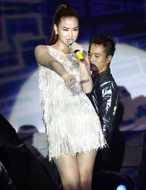 Showbiz Việt: Một năm ngập váy ngắn! - 11