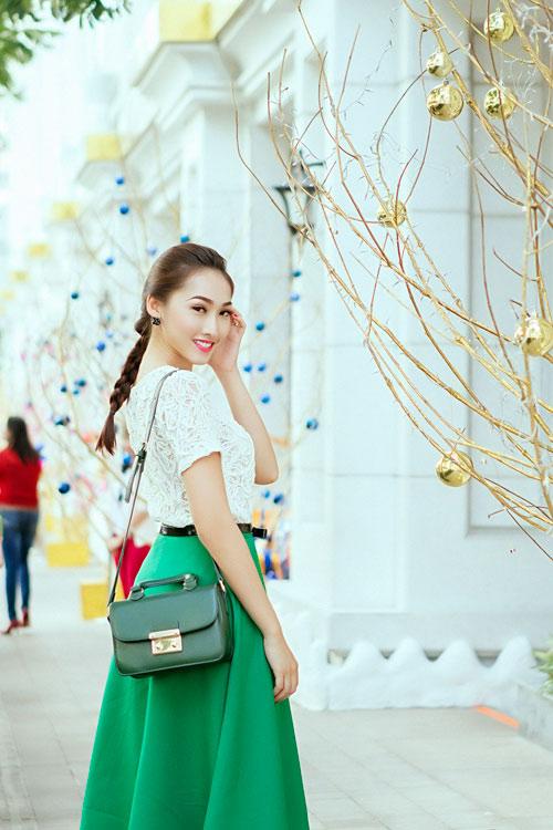 Mẫu Việt trẻ trung trên phố Giáng sinh - 2